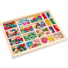 Mărgele într-o cutie de lemn